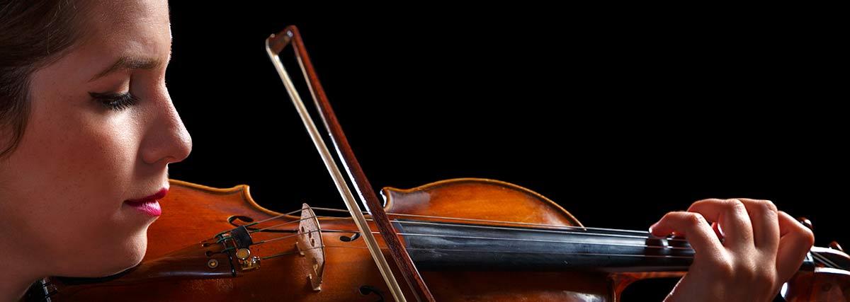 Lovely beginner violinist