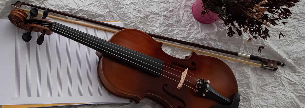 violin with music sheet