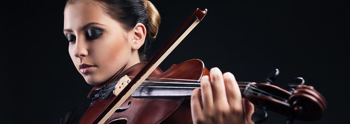 woman-with-black-background-playing-the-violin